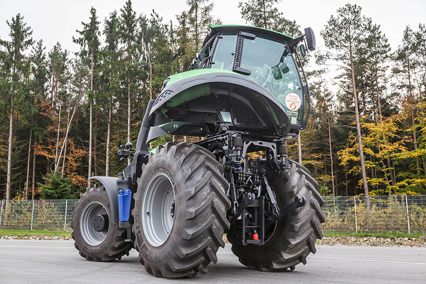 Australasian Farmers' & Dealers' Journal Deutz-Fahr tractor fitted with a rotating cab for full ...